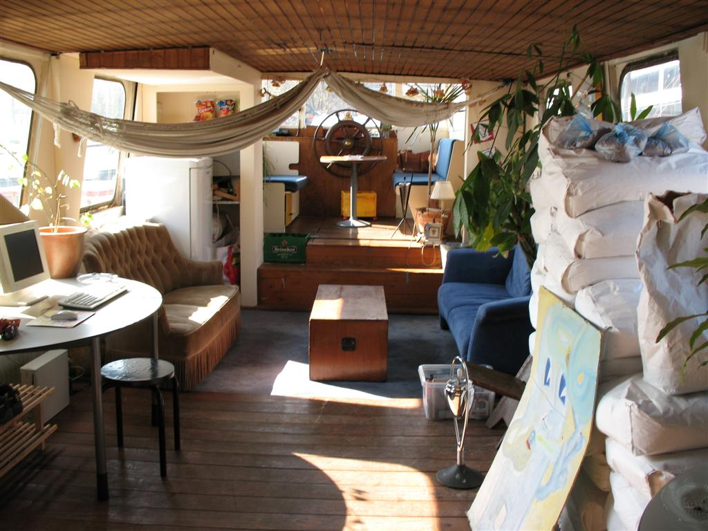 Small Houseboats Interiors Viewing Gallery